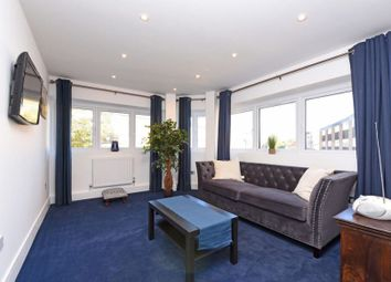 Thumbnail 1 bed flat to rent in Crockhamwell Road, Reading