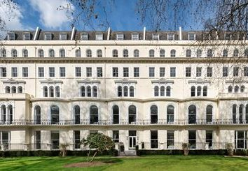 Thumbnail 3 bed flat to rent in 86-92 Kensington Gardens Square, London