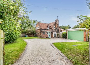Reading Road, Lower Basildon, Reading RG8. 3 bed detached house