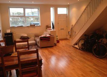 2 bed mews house to rent in Batley Place, London N16