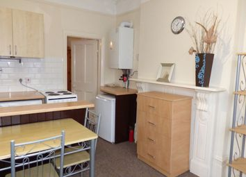 Thumbnail 1 bed flat to rent in Meadowcroft Road, Palmers Green / Winchmore Hill, London