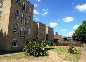 Thumbnail 2 bed flat to rent in Queensgate House 16, Cookham Road, Maidenhead