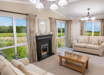 Thumbnail 2 bed mobile/park home for sale in Subrosa Park, Merstham, Redhill