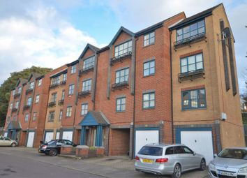 2 bed flat to rent in Riverdene Place, Bitterne Park, Southampton SO18