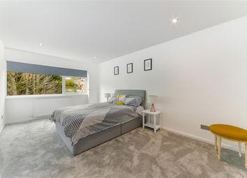 Woodpecker Mount, Pixton Way, Croydon CR0. 3 bed end terrace house