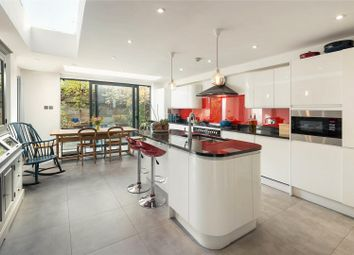 Thumbnail 5 bed property for sale in Lavender Sweep, London