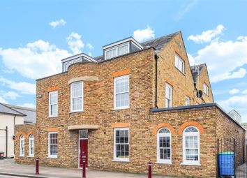 Guildford Street, Chertsey KT16. 2 bed flat for sale