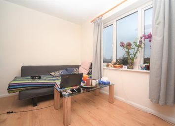 Thumbnail 1 bed flat to rent in East Fichley, London