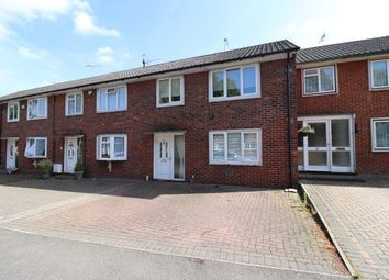 3 bed property to rent in Witchards, Basildon SS16
