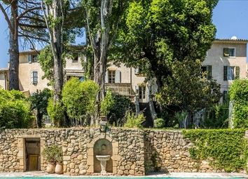 Thumbnail 6 bed property for sale in 84160 Lourmarin, France