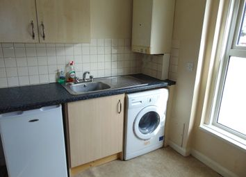 Thumbnail 1 bed flat to rent in Church Street, Romsey
