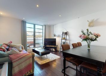 Thumbnail 3 bedroom flat to rent in De Beauvoir Crescent, London