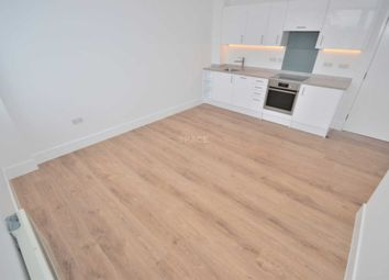 Thumbnail 1 bed flat to rent in Hanover House, Reading, Berkshire