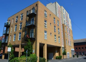 Thumbnail 2 bed flat to rent in Burlington Road, Slough