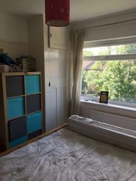 Thumbnail 3 bed flat to rent in Cavendish Avenue, Ealing