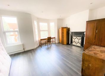 2 bed maisonette to rent in Gloucester Road, London N17