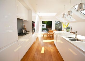3 bed property to rent in Garfield Road, London SW19
