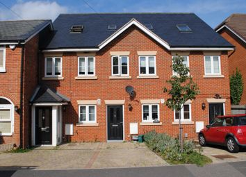 Thumbnail 3 bedroom town house to rent in Lavender Road, Woking