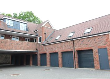 Thumbnail 2 bed flat for sale in Green Close, Brookmans Park, Hatfield
