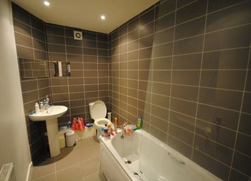 7 bed terraced house to rent in 23 Manor Drive, Hyde Park LS6
