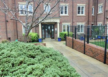 2 bed flat for sale in Bath Road, Calcot, Reading RG31