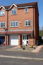 Thumbnail 4 bed town house for sale in Wilmhurst Road, Warwick, Warwickshire