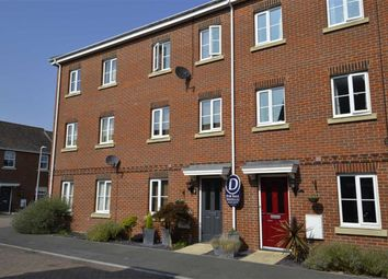 4 bed town house for sale in Rotary Way, Thatcham, Berkshire RG19