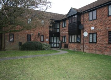 Thumbnail 1 bed flat to rent in Ashmere Close, Reading