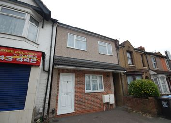 Thumbnail 1 bed detached house to rent in Whippendell Road, Watford