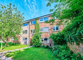 Thumbnail 2 bed flat for sale in Aysgarth Close, Harpenden, Hertfordshire