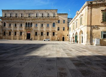 Thumbnail Retail premises for sale in Piazza Duomo, Lecce (Town), Lecce, Puglia, Italy