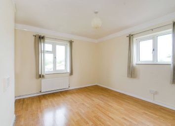 2 bed flat to rent in Pinner Grove, Pinner HA55Nz HA5