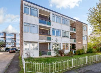 2 bed flat for sale in Pompadour Close, Brentwood, Essex CM14