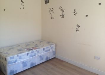 Thumbnail 3 bed flat to rent in Dunstable Road, Luton