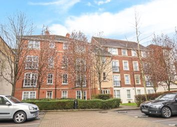 Thumbnail 2 bedroom flat to rent in London Street, Town Centre