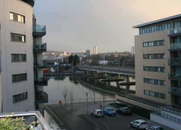 2 bed flat to rent in 3 Basin Approach, Docklands E16