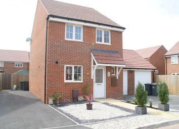 Thumbnail 3 bed detached house to rent in Iris Close, Havant