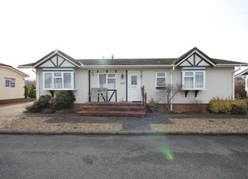 2 bed mobile/park home for sale in Half Moon Lane, Pepperstock, Luton LU1