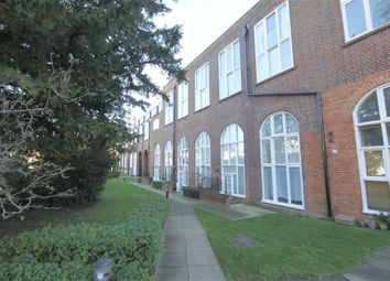 Thumbnail 2 bedroom flat to rent in Sweyne Avenue, Southend On Sea, Essex