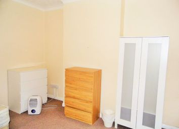 Thumbnail Room to rent in Chadwick Road, London