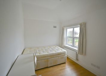 Room to rent in Warwick Road, London W5