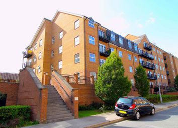 Holly Street, Luton LU1. 2 bed flat