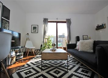 Thumbnail 1 bed flat to rent in Oakley Yard, Shoreditch