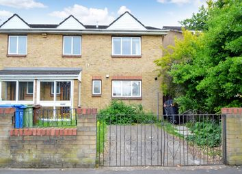 3 bed semi-detached house to rent in Alexis Street, London SE16