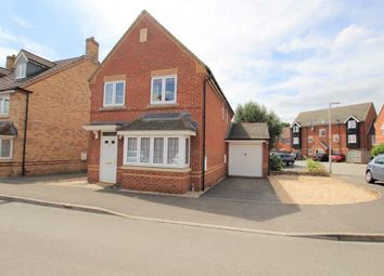 Thumbnail 3 bed detached house to rent in Kestrels Mead, Tadley