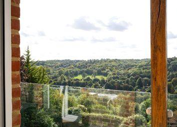 Upper Valley View, 25 Westview Road, Warlingham, Surrey CR6. 2 bed flat