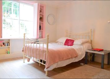 Thumbnail 2 bed flat to rent in Clifton Avenue, London
