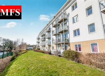 Canalside Gardens, Southall UB2. 2 bed flat