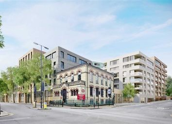 Thumbnail 2 bed flat for sale in London Square, Islington, London