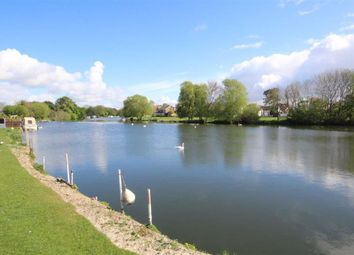 2 bed property for sale in Chertsey Lane, Staines TW18